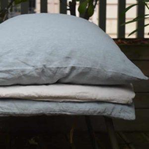 linge de maison en lin lavé coussin et édredons