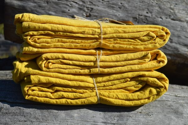 linge de maison en lin lavé draps housse et taie d'oreiller canari